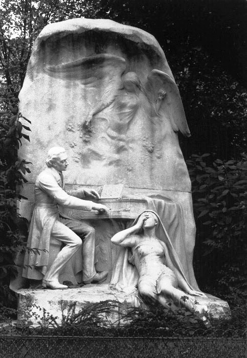 Sculpture of Chopin by Jacques Froment-Meurice at Parc Monceau, Paris.