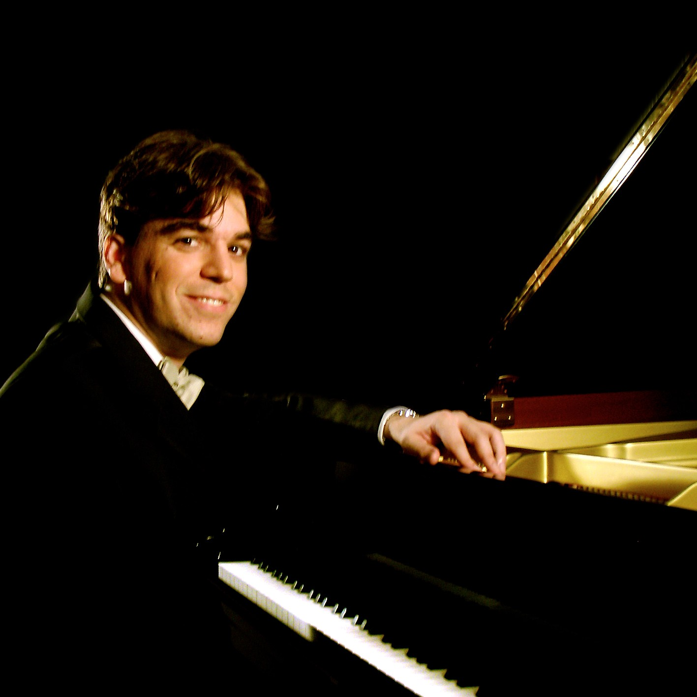 Régulo Martinez, piano.  Photo provided by Régulo Martinez.